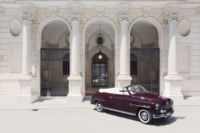 Tour in the streets of Rome with the vintage car!