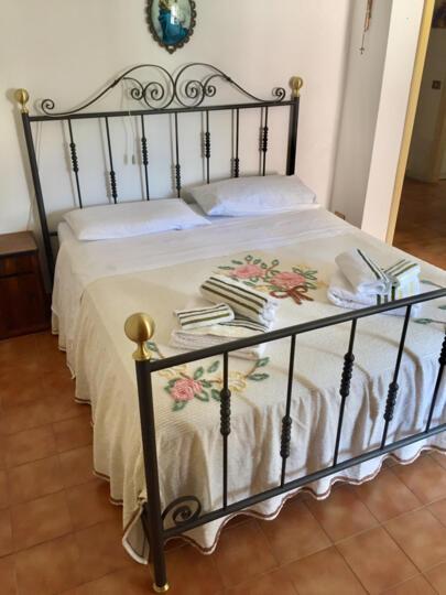 GUEST HOUSE MIRELLA: Dormire nel centro storico di Arcevia in Provincia di Ancona