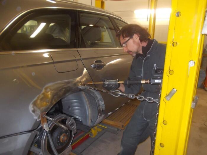 Riparazione fiancata auto in lamiere miste Acciaio/Alluminio