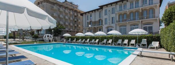 Prenota qui il tuo hotel 3 stelle con piscina a Rimini
