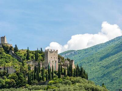 Special offer: stay at Riva del Garda with historic excursion in the territory