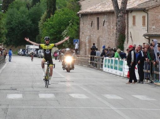 1° TROFEO CITTA' DI SPELLO: Michael Antonelli conquista il successo