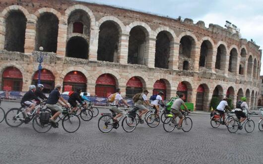 Taxi Bike... voi ci mettete la bici, noi vi guidiamo lungo la strada! :)