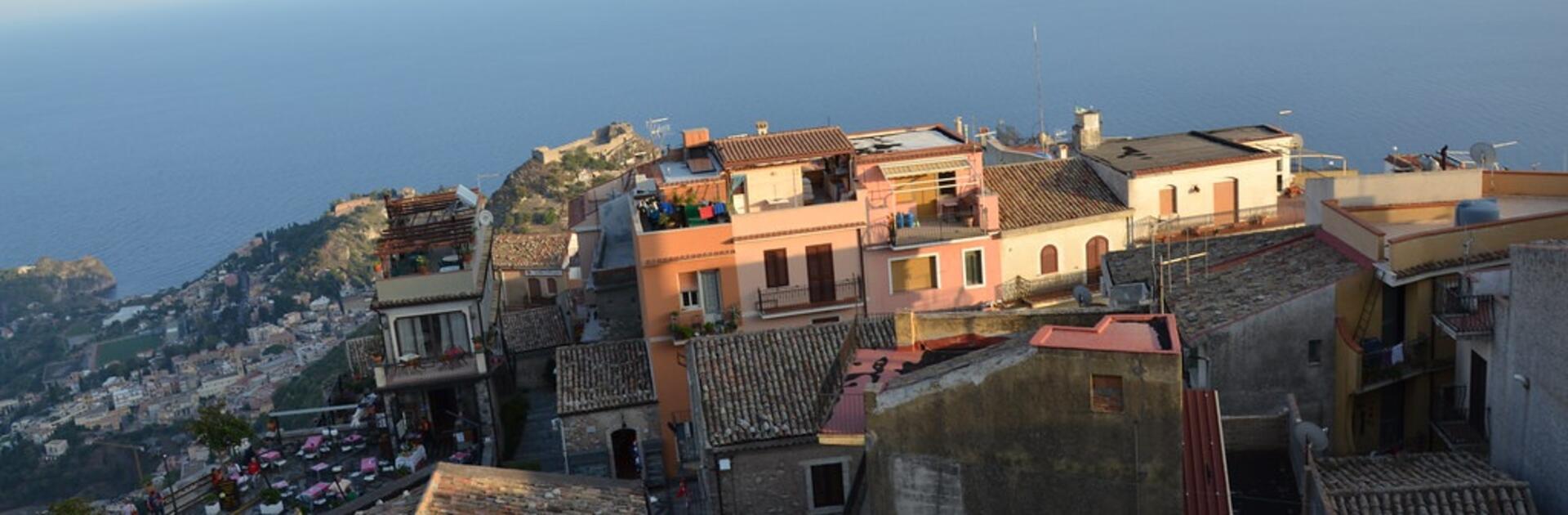 Castel Mola, il borgo che saluta Taormina dall'alto