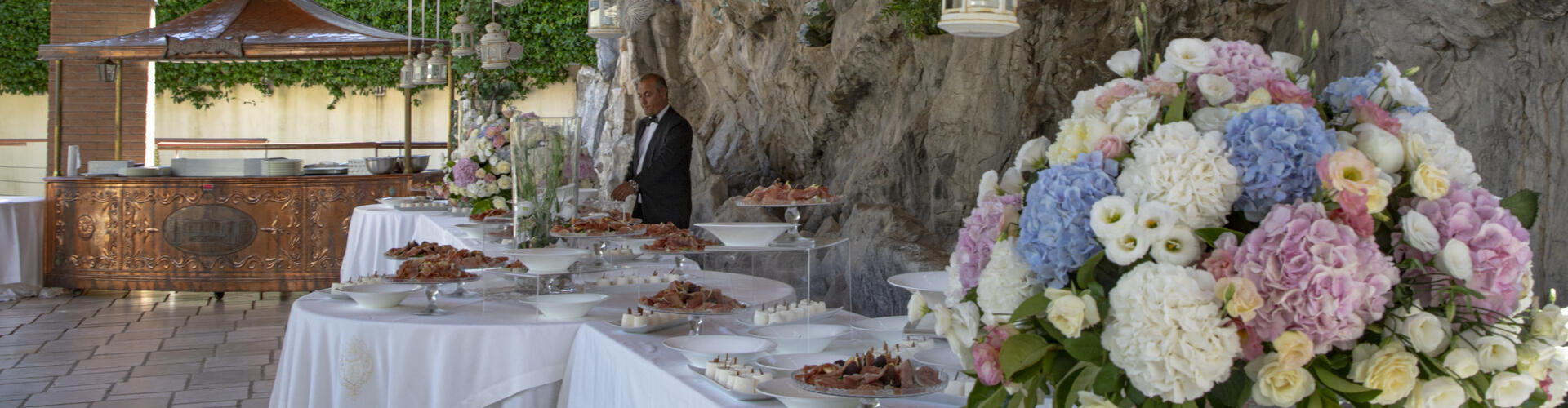 Promo of wedding menu trial as present to bride and groom with a visit to the reception halls