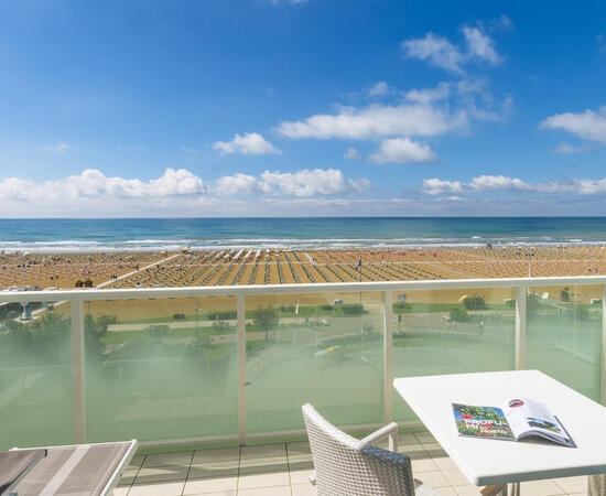Prenota prima le tue vacanze a Bibione in hotel fronte mare