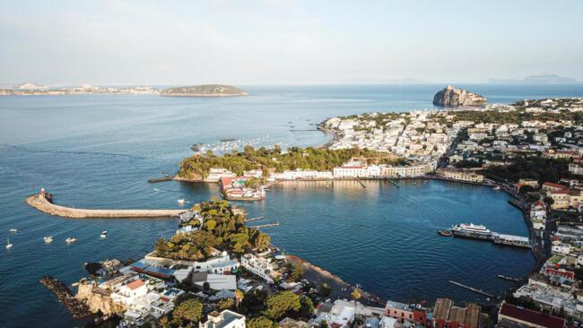 Offerta Tutto Luglio 2020 a Ischia Porto Lungo Mare