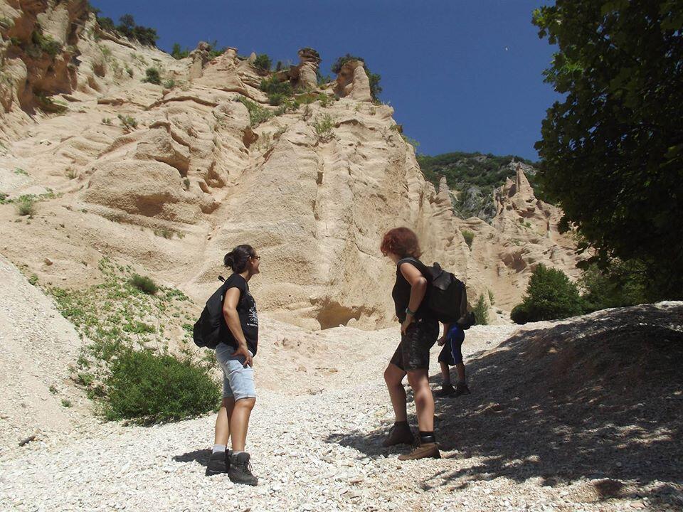 Escursione alle Lame Rosse e relax al Lago di Fiastra