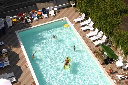 Offerta All Inclusive Luglio al Mare, scopri i Vantaggi Hotel con Piscina & Parcheggio!!