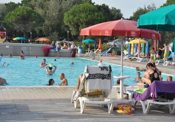 Pakke med en uges ophold i juni i mobilhjem i campinglandsby i Bibione