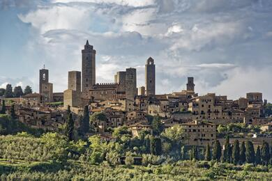sanmarinoviaggivacanze en tuscany-between-typical-viallages-vineyards-and-olives-487 004