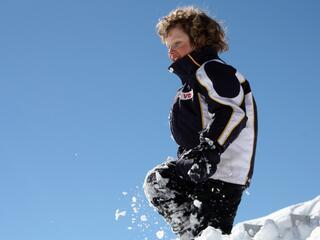 Quando si descrive la neve, si dovrebbe cominciare dalle risate dei bambini (Fabrizio Caramagna)