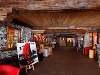 Entrance of the resort, the gallery. Exhibition of local artists_