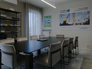 Project Santarcangelo tavolo riunioni Jet con sedie Gala