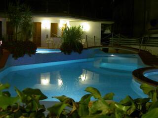 Hotel Donatella Pinarella Piscina in notturna