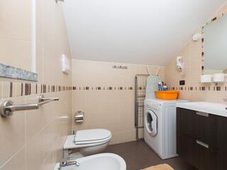 Un bagno di un monolocale del villa Regina: tutti con lavatrice