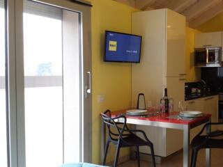 dettaglio sulle ampie e luminose porte finestre degli appartamenti del Residence Luna di Monza
