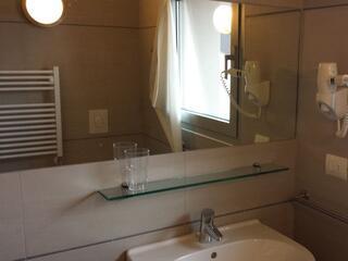 dettaglio di uno bagno privato di uno dei monolocali del Residence Luna di Monza
