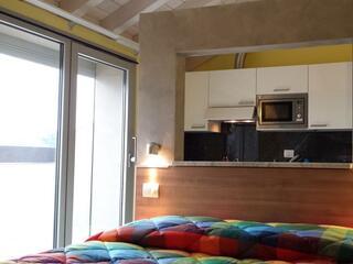 Zona notte di uno dei nostri monolocali all'ultimo piano al Residence Luna di Monza