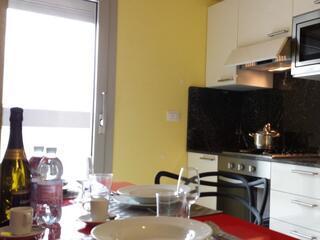 zona pranzo di uno dei monolocali del Residence Luna di Monza