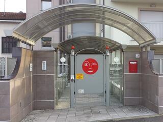 ingresso pedonale del Residence Luna di Monza