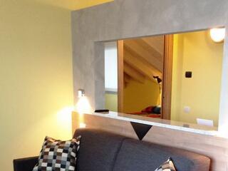 divano letto di uno dei nostri bilocali al Residence Luna di Monza