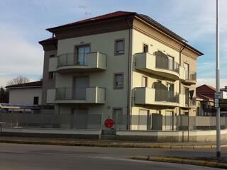 Il Residence Luna di Monza, in via Pergolesi a 200 metri dall'Ospedale san Gerardo.
