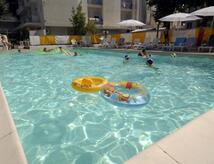 Ende August Angebot Marebello Village Hotel mit Pool und Unterhaltung