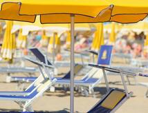 Offerta Ferragosto hotel tre stelle al mare zona centrale con cene a tema e parcheggio