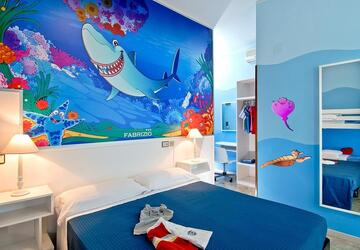 hotelfabrizio en 3-en-278523-theme-rooms-sharky-penguin-dolphin 010