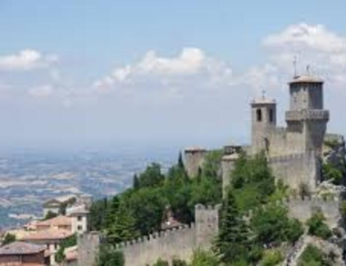 HOTEL BEACH FRONT OFFER HOLIDAY JULY FOR GIFT PAIRS IN SAN MARINO