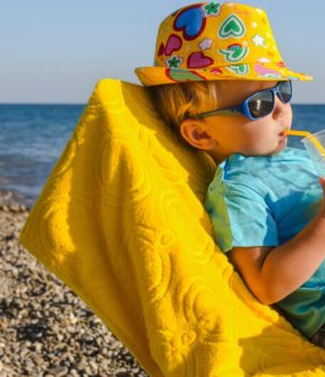 hotelpara en 1-en-303323-ferragosto-offer-in-hotel-rimini-for-children-right-on-the-sea-with-private-beach-included-n2 026
