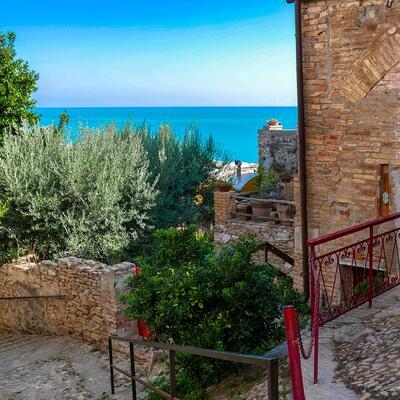 Torre di Palme, bellezza a picco sul mare