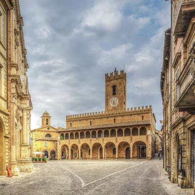 Borgo Offida, fra piccoli artigiani e merletti
