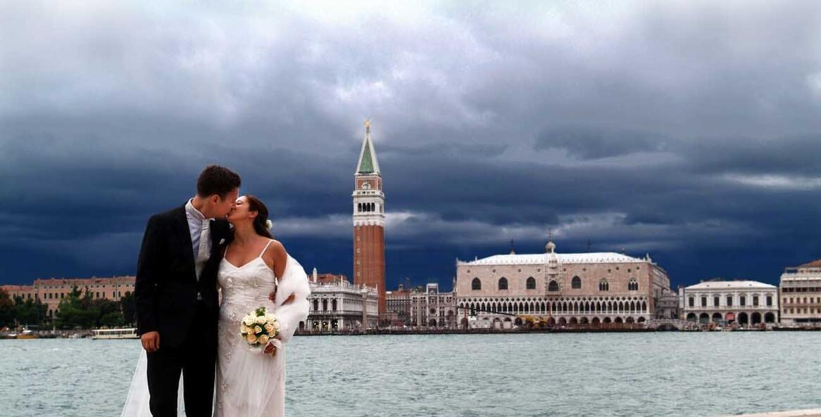 Symbolic wedding in Venice