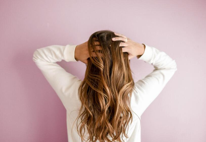 Prodotti per la ricrescita dei capelli donna: come sceglierli