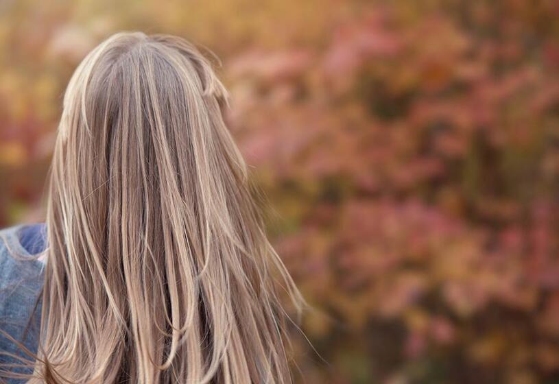 7 consigli per la cura dei capelli in autunno