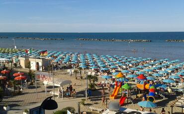 hotelgardeniaigeamarina en 1-en-280072-late-july-in-igea-marina-for-your-seaside-holidays 020