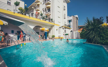hotelgardeniaigeamarina en 1-en-280072-late-july-in-igea-marina-for-your-seaside-holidays 018