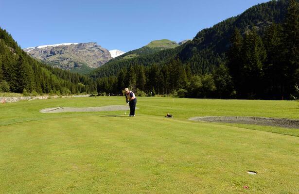 Golf Val d'Ayas: a Champoluc il campo pitch&putt regolamentare da 9 buche