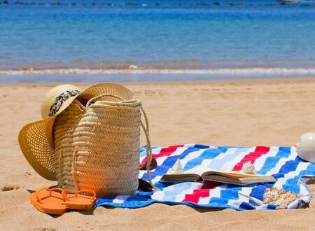 Offerta di Luglio, Hotel Tre Stelle Rimini con piscina a due passi dal mare