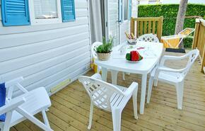 Tavoli Da Giardino Happy Casa : Happy standard: scopri una delle tipologie di alloggio dei campeggi