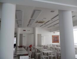 Albergo a Rimini realizzazione fonoassorbenza con pannelli Mitesco a soffitto