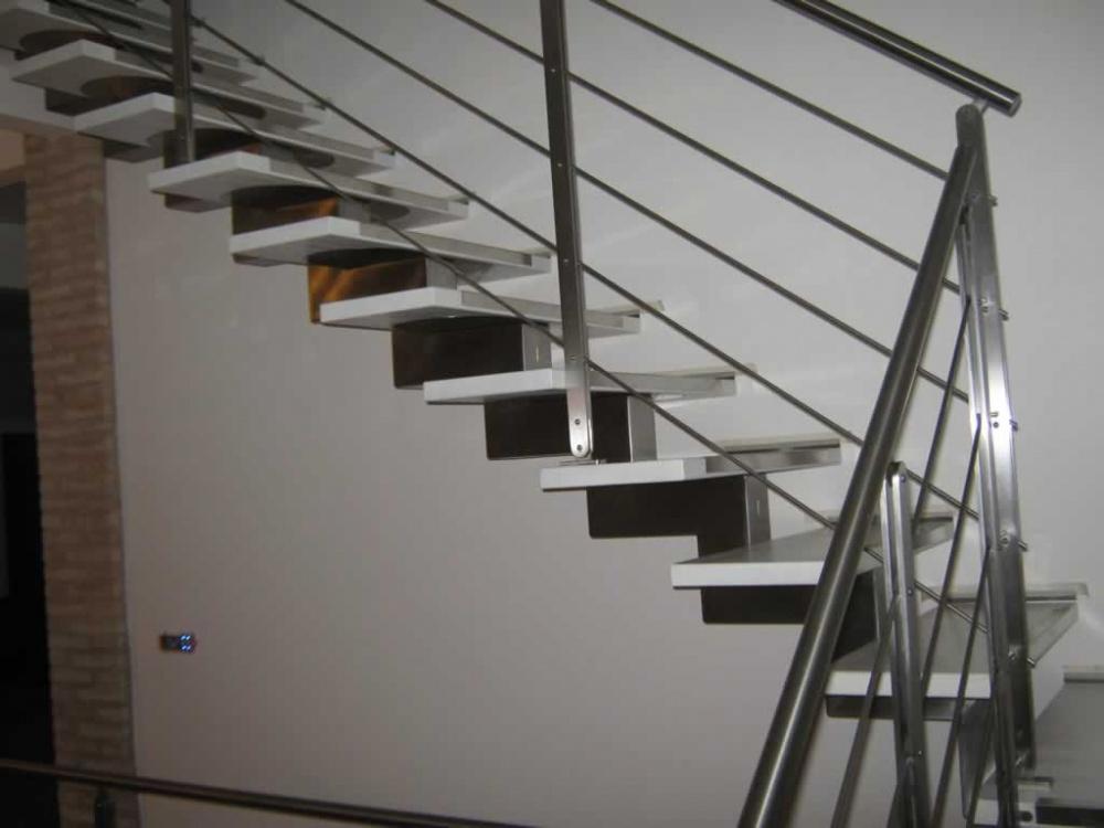 Scala in acciaio inox scala in acciaio scale in acciao di design nicolini scale rimini - Scale d interni ...