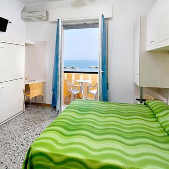 Hotel para torre pedrera 3 stelle per le vacanze con i for Hotel amati riccione prezzi