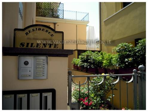 Stock Mit Lift Und Balkon 1 Doppelzimmer Kochnische Wohnzimmer Schlafsofa Fr 2 Du WC TV WI FI Waschmaschine Safe Klimaanlage