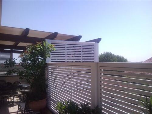 Frangisole in legno Rimni e grigliati per terrazzi
