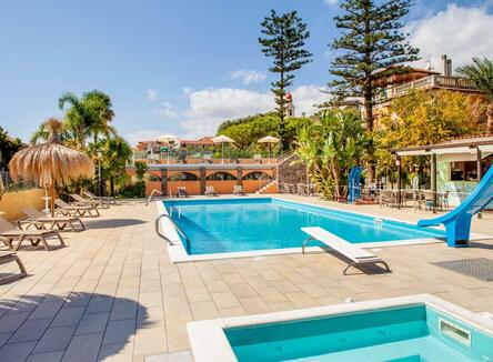 Early Booking Offer at seaside Village in Liguria with 20% discount