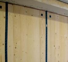 giuntura di pannelli di legno su profili metallici