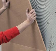 Installare la lastra sulla parete